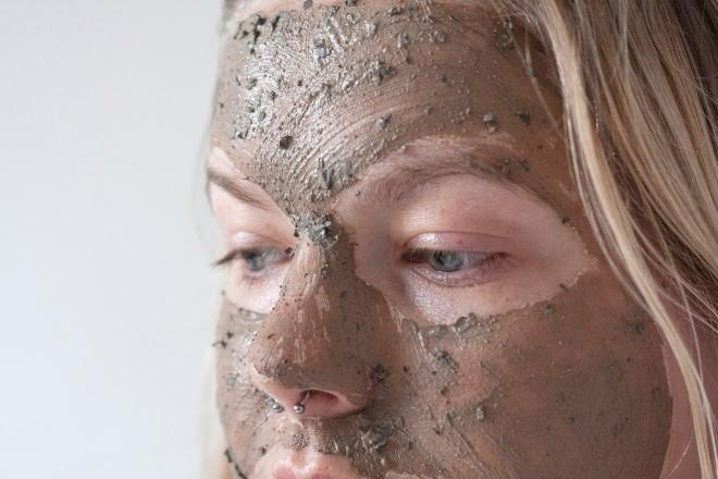 the-body-shop-himalayan-charcoal-mask-close-up