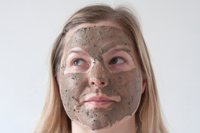 the-body-shop-himalayan-charcoal-mask-face